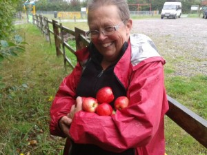 mum foraging apples